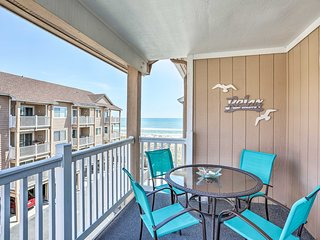 Charming Condo w/ Balcony & Pool on Carolina Beach