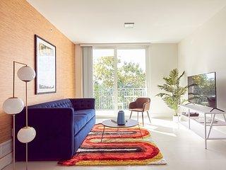 Sonder | Grove 27 | Enchanting 2BR + Balcony