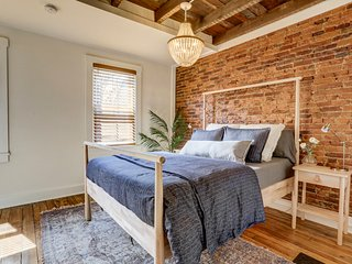 'The Grant' - Newly renovated, Historic Charm, & great location - walk downtown!
