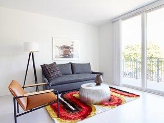 Sonder | Grove 27 | Vibrant 1BR + Balcony