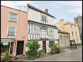 New! Quirky, Spacious 'Old Angel' house in Medieval Square