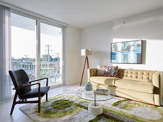 Sonder | Grove 27 | Expansive 3BR + 2 Balconies