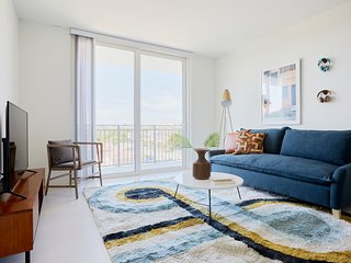 Sonder | Grove 27 | Welcoming 2BR + Balcony