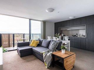 Modern Adelaide Apt WIFI/Netflix/Parking+Great Views!