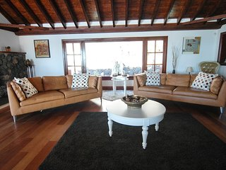 Luxury 4 bed, 5 bathroom villa, with private pool, jacuzzi and games room