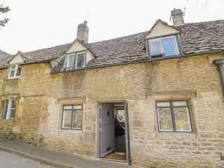 16 FRIDAY STREET, Multi-fuel stove, Enclosed garden, Romantic, Minchinhampton