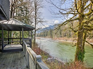 Riverfront Gold Bar Cabin w/Deck & Mtn Views!