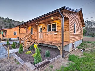 NEW! Bryson City Cabin on Tuck.River + Fire Pit!