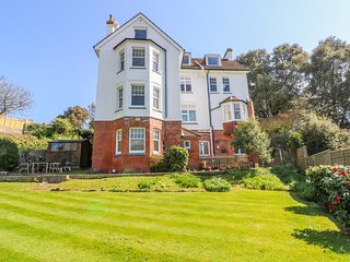 4 GREENHILLS, open-plan, WiFi in Folkestone