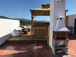 Stunning Front Line Golf Penthouse Apartment Private Roof Terrace & Swedish Spa
