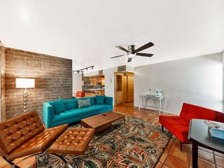 Location is Key! Near Old Town/Fashion Square, Shops & Dining - Covered Parking