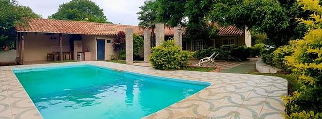 Pool with 3 showers and two outdoor bathrooms + churrasquera