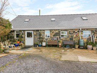 TY MYNYDD, WiFi, pet-friendly, in Aberdaron