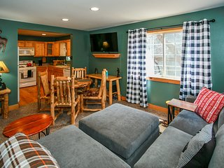 *RELAXING SUGARLOAF RETREAT~Cozy Loft~Streaming TV