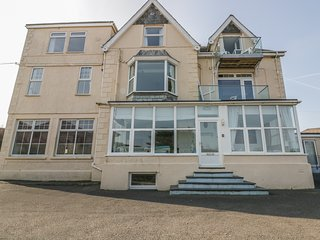 YELLOW SANDS APARTMENT 6, WiFi, parking, near St Merryn