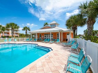 Nights of Lights!! Prime Beach Location, Heated Pool, Fitness room, Walk to pier