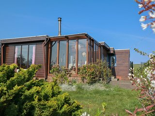 4pers. House w Sauna, Winter garden & fishing pier in front of the Lauwersmeer