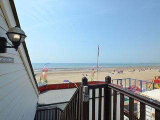 1 bed beach apartment - directly on Camber Sands Beach - Sleeps 4 + small dog