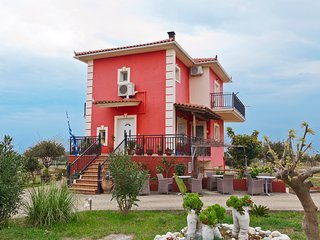 Penelope's house, 4 bedroom traditional home in Skala