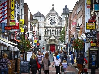 VIBRANT SOUTH~STROLL TO RIVER LIFFEY & GRAFTON STREET