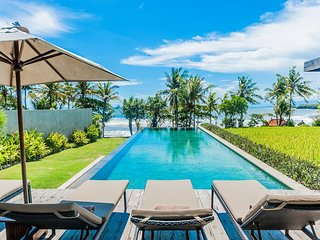 Mengening Villa - Absolute Beachfront, Free Car&Chef