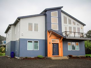 2019 New Beach Home in Roads End, 5 Master Suites, Views, Hot Tub, Fire Pit