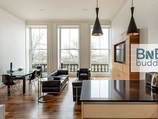 Location, location! North Bank Street Luxury Apt