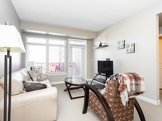 Polished 2 Bedroom With Parking In The Exchange