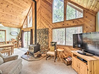 NEW-Arnold Family Cabin w/Rec Center Access & Deck