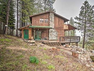 NEW! 'Mountain Shadows' Cabin in Garden Valley!