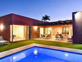 Par 4 Villa 19 with Pool Salobre