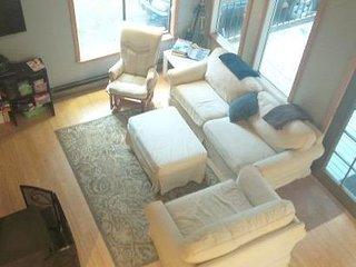 99MBR Woodsy Cabin w/ Hot Tub+WiFi