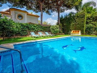 Villa España - Charming 5BR Villa with Private Pool. 5 mins walking to the