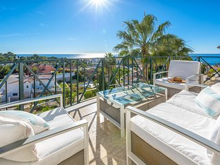 4BR Villa Blanca, Stunning Sea Views. Wifi, 7 mins Walk to the Beach