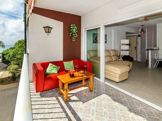 3 bedroom Apartment with Air Con, WiFi and Walk to Beach & Shops - 5404174