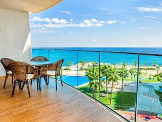 2 bedroom Apartment with Pool, WiFi and Walk to Beach & Shops - 5251625