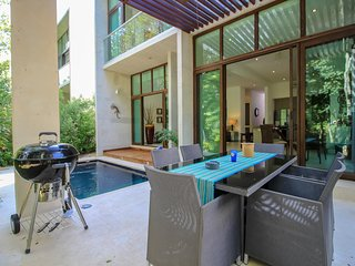 Villa Mimosa - Luxury 4BR Home with Private Pool by olahola