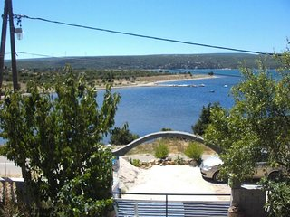Karin Apartment Sleeps 4 with Air Con and WiFi - 5787041