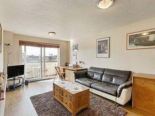 Modern 1-Bed flat w/Balcony in Fitzrovia