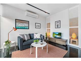 Cosy And Bright St Kilda Beach Apartment