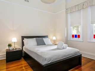 Oversized 2 Bedroom Manly Beach House