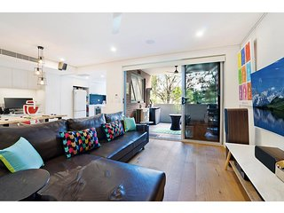 Modern unit in hip suburb close to city, airport