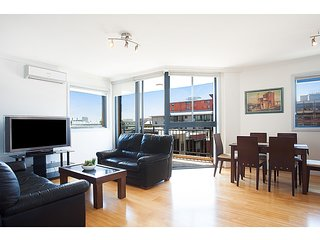 Bright corner apartment only a stroll from the CBD