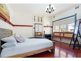 Colourful, Spacious Family Unit Close To Beaches