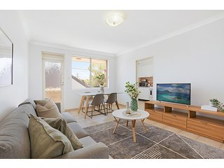 Spacious apartment in trendy Sydney neighbourhood