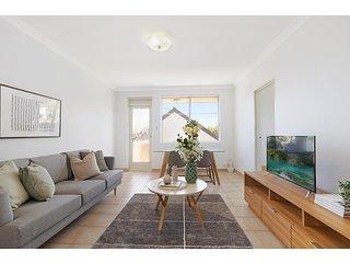 Spacious apartment in trendy Sydney neighbourhood