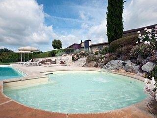 Villa Camelia - Luxury Chianti villa with pool and children's pool