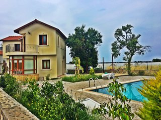 Holiday villa with private pool in Kyrenia walking distance to sea.