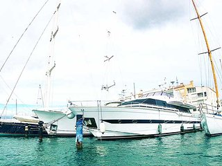 Yacht a quai au Cap d'Agde - Cabines d'hotes SUITE FAMILIALE - Croisi Agathe