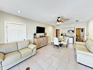 Beachy Condo Just 0.4 Miles From the Ocean - Walk to Shops & Restaurants